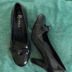 Shiny Navy Blue with a Bow Heels! Size 7.5.